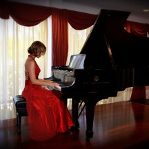 Amy Janelle – Piano Composer and Vocalist
